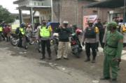 Polisi Bubarkan Kerumunan Massa di Sekitar TPS Pilkades Serentak Sidoarjo
