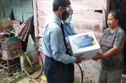 Peduli Warga Terdampak COVID-19, Perwakilan Kemenkeu Sumsel Berikan Bantuan Sembako