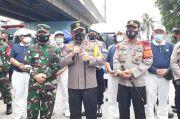 Sambangi Kampung Tangguh, Kapolda Metro dan Pangdam Jaya Cek Proses Rapid Test