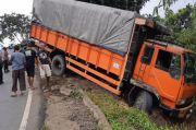 Jalanan Licin, Truk Bermuatan Roti Masuk Jurang di Jalur Gentong Tasikmalaya