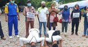 Sembuh dari COVID-19, Pasien Sujud Syukur dan Jalan Kaki 10 Km Pulang ke Rumah