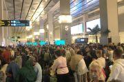 Netizen Tanggapi Kerumunan di Bandara Soetta: Yang Nggak Boleh Berkerumun Itu Cuma HRS & FPI!
