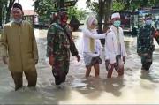 Dikepung Banjir, Pasangan Calon Pengantin di Gresik Basah Duluan Sebelum Sampai KUA