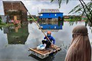 Berbagi Kebahagiaan di Tengah Banjir dan Pandemi Corona