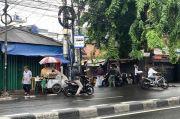 FPI Dibubarkan, Personel Polisi dan TNI Masih Patroli di Sekitar Petamburan III