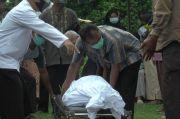Tewas Bunuh Diri, Aiptu Teguh Dimakamkan di TPU Tirta Jaya