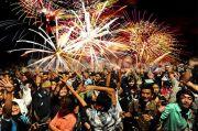 Jangan Coba-coba! Nyalakan Kembang Api Malam Tahun Baru Bisa Ditangkap