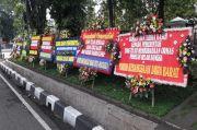 Jelang 2021 FPI Dibubarkan Pemerintah, Karangan Bunga Bertebaran di Kota Bandung