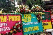 Setelah FPI Dibubarkan, Karangan Bunga Berdatangan ke Mapolda Jabar