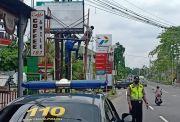 Polda DIY Copot Tiga Papan FPI di Jalan Pusat Kota