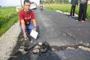Hajab! Proyek Jalan Miliaran Rupiah yang Baru Dikerjakan di Batubara Retak dan Terkelupas