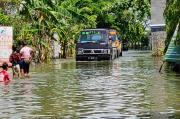 Banjir Terjang Lamongan, Jalan Kecamatan dan Puluhan Hektare Tambak Terendam