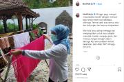 Positif COVID-19 dan Jalani Isolasi, Gubernur Khofifah Kucek Baju Sendiri