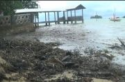 Gawat, Minyak Hitam Cemari Pantai Nongsa Batam
