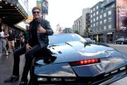 Buruan, David Hasselhoff Lelang Mobil KITT Milik Pribadi