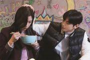 Cha Eun Woo dan Moon Ga Young Berbagi Momen Manis di Toko Komik