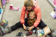 Jangan Sembarangan, Begini Kiat Memilih Sepatu yang Tepat buat Anak