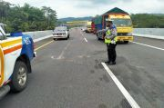 Ban Meletus, Mobil Boks Terguling di Tol Semarang-Solo