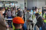 Risma Kunjungi Posko Crisis Center Sriwijaya Air SJ 182