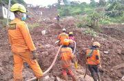 Cuaca Buruk, Evakuasi Longsor Sumedang Dihentikan, Korban Tewas 16 Orang