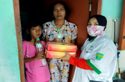 JNE-IFS dan UPZISNU Sidoarjo Bagikan 1.000 Boks Paket Makanan