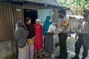 Sabhara Polres Pangkep Serahkan Bansos ke Warga Terdampak Pandemi