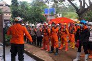 Tersisa 8 Korban, SAR Bandung Fokus Gali Rumah Longsor Pertama