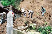 Hujan Deras, Longsoran Tebing Terjang Rumah Warga Blitar