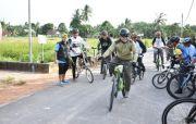 Kayuh Sepeda 35 Km, Gubernur Erzaldi Sosialisasi Proskes dan Vaksin