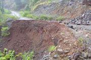 Diguyur Hujan, Jalan Penghubung Desa Pujananting dan Bulo-bulo Longsor