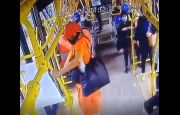 Penumpang Wanita Curi Hand Sanitizer dari Bus Transjakarta, Sungguh Terlalu dan Memalukan!