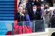 Netizen Sebut Baju Lady Gaga di Pelantikan Joe Biden Mirip Karakter The Hunger Games