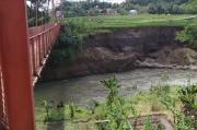 Imbas Longsor, Kondisi Jembatan Gantung Sepanjang 50 Meter Ini Membahayakan