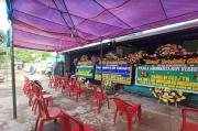 Karangan Bunga Hiasi Rumah Duka Pratu Roy Vebrianto di Bandung