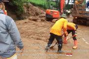 Selain Banjir, Tanah Longsor Terjadi di Perumahan Pesona Jati Asri