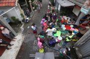 Air PDAM Mati, Warga Nginden Surabaya Geruduk Truk Tangki