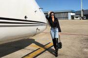 Pesona Georgina Rodriguez Berpose di Depan Pesawat Pribadi Ronaldo