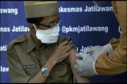 Petugas di Banyumas Grogi Saat Vaksinasi COVID-19, Jarum Suntiknya Sampai Patah