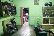 Dobrak Pintu, Wanita Ini Histeris Dapati Adiknya Tergantung di Dapur Rumah