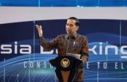Jokowi Pastikan PP Aturan Turunan UU Cipta Kerja Segera Diteken