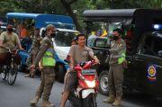 Tekan Klaster Keluarga, Satpol PP Jaktim Gencar Razia Masker di Permukiman
