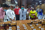 Kunjungi Toko Oleh-oleh, Sandi Berikan Semangat Bertahan Hadapi Pandemi