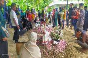 Hujan Tangis Warnai Pemakaman Suyanto dan Riyanto Korban Sriwijaya Air SJ-182