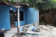 Rumah Roboh Akibat Pergeseran Tanah, Satu Keluarga di Tangsel Lolos dari Maut