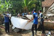 Dihantam Hujan Deras, Rumah Tua Milik Marsilah di Pangandaran Ambruk
