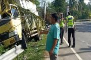 Berkecepatan Tinggi dan Hilang Kendali, Truk Tabrak Pembatas Jalan Nasional Medan-Aceh