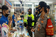 Nekat Buka Saat Jam Malam, Satgas COVID-19 Sidoarjo Tutup Paksa Minimarket dan Warkop