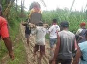 Perjuangan Berat Ibu Hamil di Grobogan, Terpaksa Ditandu 5 Km Demi Lahiran