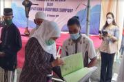 Gubernur Khofifah Serahkan Sertifikat Tanah kepada 230 Pengungsi Sampang