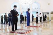 Ketika Presiden Jokowi dan PM Malaysia Berdampingan Tunaikan Salat Jumat